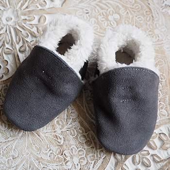 Chaussons en cuir fourrés Lookidz Suédé gris