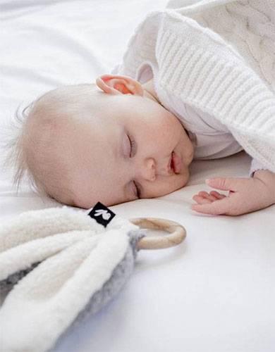 jouets d'éveil premier âge bébé